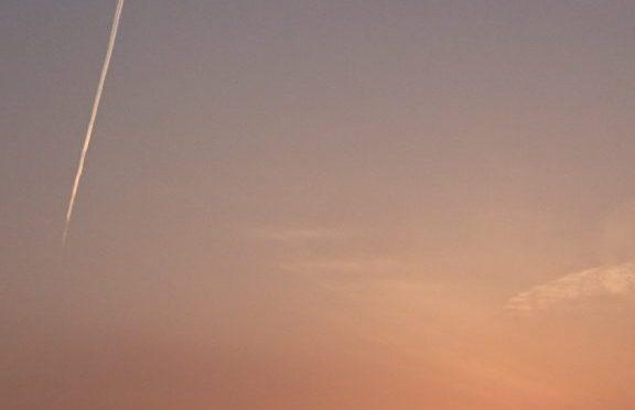 夕陽と飛行機雲。✨