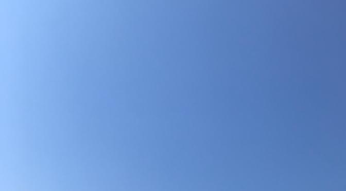 ヒバリさえずる高い空